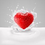 Coeur de fraise avec du lait Image stock