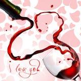 coeur de gobelet pleuvant à torrents le vin rouge images stock