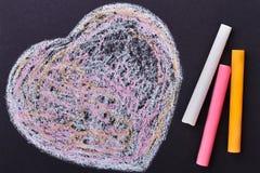 Coeur de griffonnage sur le fond noir Image stock