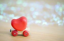 Coeur de jour de valentines sur un concept en bois de backgroud de voiture pour l'amour, Photographie stock libre de droits