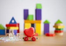 Coeur de jour de valentines sur un concept en bois de backgroud de voiture pour l'amour, Photo stock