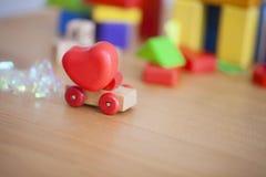 Coeur de jour de valentines sur un concept en bois de backgroud de voiture pour l'amour, Photographie stock