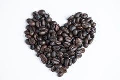 Coeur de l'amour avec du café de tasse Photographie stock