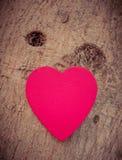 Coeur de l'amour dans la Saint-Valentin sur l'arbre Images libres de droits