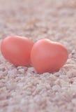 Coeur de l'amour dans la Saint-Valentin sur la pierre Photographie stock libre de droits