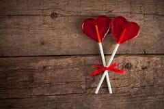 Coeur de lucette sur le fond en bois de vintage Concept de l'amour Images stock