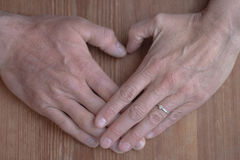 Coeur de main photos libres de droits
