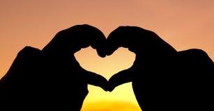 Coeur de main de silhouette Photos libres de droits