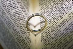 Coeur de mariage d'anneau Photo stock