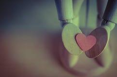 Coeur de offre de mannequin - croix traitée Photo stock