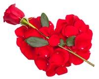 Coeur de pétales de Rose avec la flèche rose Photographie stock