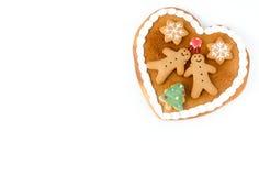 Coeur de pain d'épice sur le fond blanc avec l'espace de copie Images libres de droits