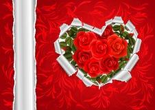 Coeur de papier déchiré avec les roses rouges Photo stock