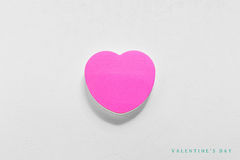 Coeur de papier de jour de valentines sur le blanc Photographie stock
