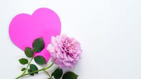 Coeur de papier et Saint Valentin rose de concept Photo libre de droits