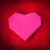 Coeur de papier fabriqué à la main sur le papier d'emballage Image libre de droits