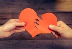 Coeur de papier rouge cassé Photographie stock