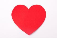 Coeur de papier rouge fait main au-dessus de blanc Images stock