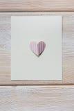 Coeur de papier sur la lettre vide Photo libre de droits