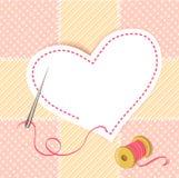 Coeur de patchwork avec un fil d'aiguille Photo stock