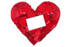 Coeur de rose de rouge des pétales sur Valentine et jour de mères avec b Images stock