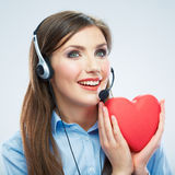 Coeur de rouge de symbole d'amour de prise d'opérateur de centre d'appels de femme Fin vers le haut Photos stock