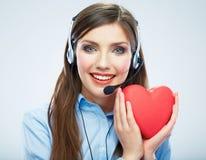 Coeur de rouge de symbole d'amour de prise d'opérateur de centre d'appels de femme Fin vers le haut Photographie stock libre de droits