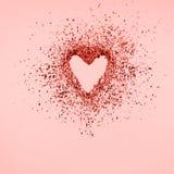 Coeur de scintillement se dissolvant dans des morceaux sur le fond rose Jour de valentines, coeur brisé et concept d'émergence d' photos stock