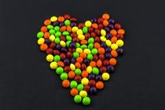 Coeur de Sweert sur le noir Image stock
