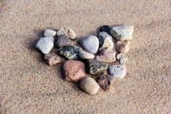 Coeur de texture de sable de mer de pierres Photographie stock