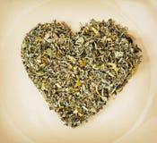 Coeur de thé lâche du plat, thème d'amour Photographie stock libre de droits