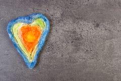 Coeur de Valentine fait de pâte de sel, symbole de l'amour, l'espace de copie pour le texte Image libre de droits