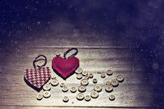 Coeur de Valentine parmi des boutons image libre de droits