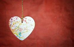Coeur de Valentines sur le fond rouge Photos libres de droits