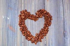 Coeur de vue en gros plan de grains de café de photos libres de droits