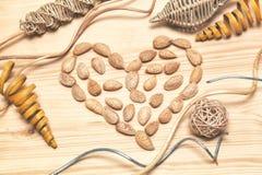 Coeur des amandes - un symbole de l'amour, Saint-Valentin photos libres de droits