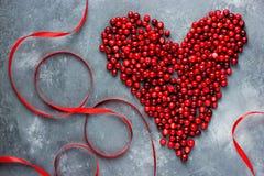Coeur des baies, coeur rouge de canneberge, amour et santé concentrés Images stock