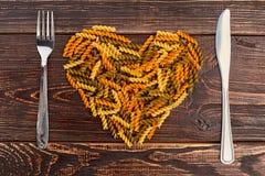 Coeur des macaronis et des couverts Image libre de droits