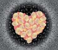 Coeur des pétales de rose roses Images stock