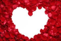 Coeur des pétales roses rouges Photo stock