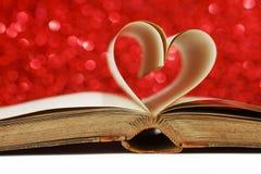 Coeur des pages de livre Photos stock