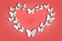 Coeur des papillons sur le fond rouge Image stock