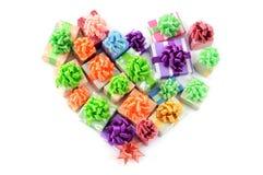 Coeur des paquets de cadeaux sur le fond blanc d'isolement Image stock