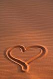 Coeur dessiné en sable Photographie stock libre de droits