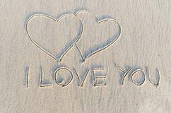 Coeur dessiné sur le sable Image stock