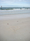 Coeur dessiné sur le sable en Floride Photo libre de droits