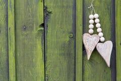 Coeur deux en bois avec le corail Image libre de droits