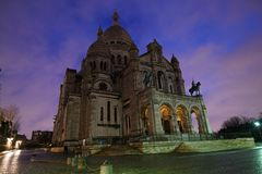 Coeur di Sacre o la basilica del cuore sacro di Parigi dopo la pioggia all'alba Fotografia Stock Libera da Diritti