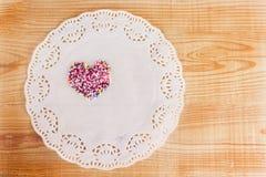 Coeur doux de sucre sur la table en bois pour le fond Images libres de droits