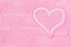 Coeur du sable décoratif sur une table en bois Image libre de droits